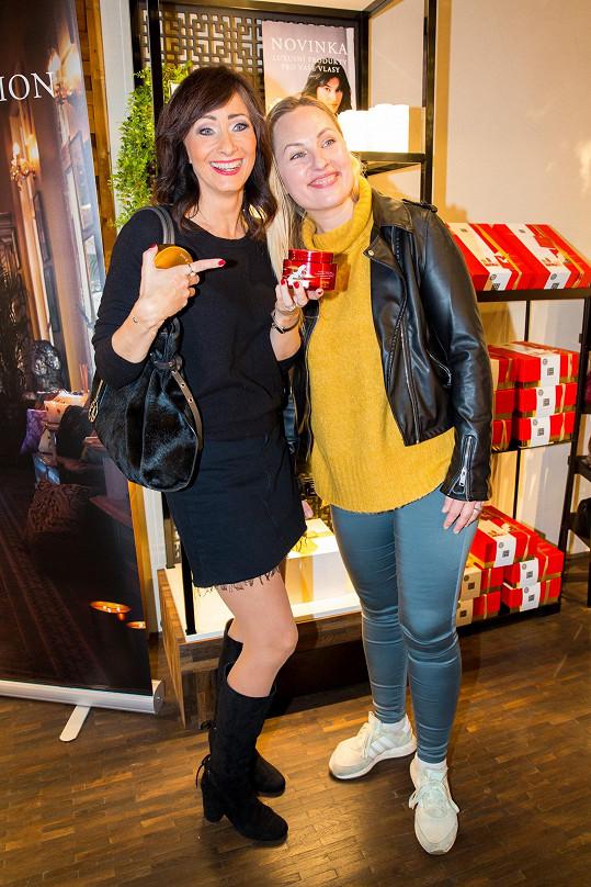 S kamarádkou Lídou, manželkou Saši Rašilova na kosmetické párty
