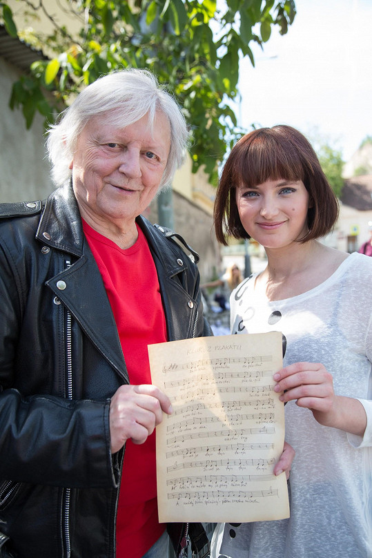 K písničce Kluk z plakátu mladá zpěvačka Patricie složila hudbu i text....