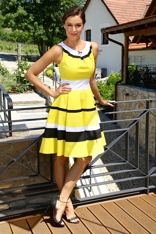 Iva Kubelková oblékla letní outfity.