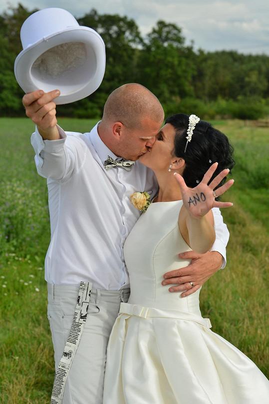 Svatbu si užili.