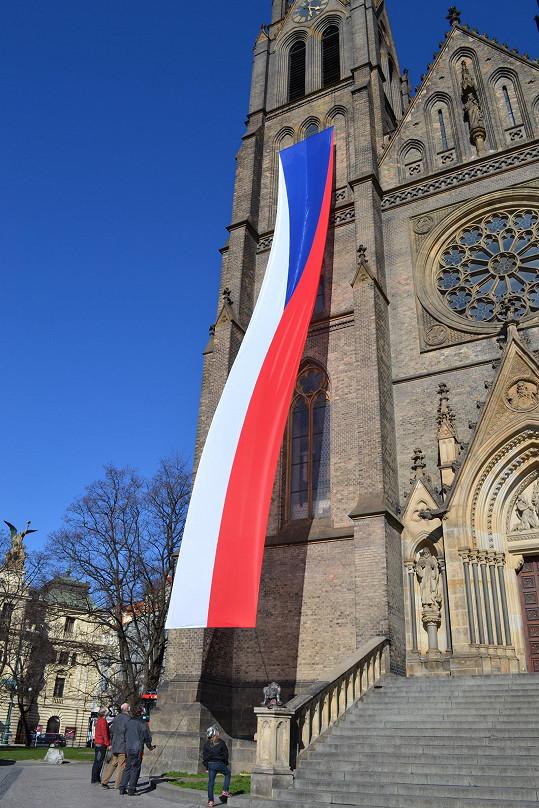 Státní vlajky byly vyvěšeny k výročí sta let od jejich vzniku.