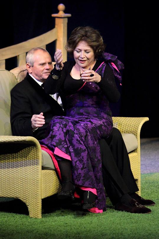Emília Vášáryová a Milan Kňažko se v Praze představili v divadelní hře Rybárik kráľovský.