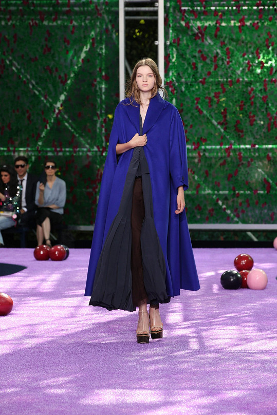 Češka Eva Klímková během své první přehlídky Haute Couture. A rovnou to byl Dior.