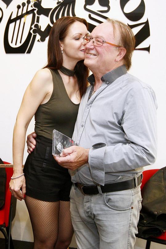 Petr Janda s manželkou na křtu cédéčka