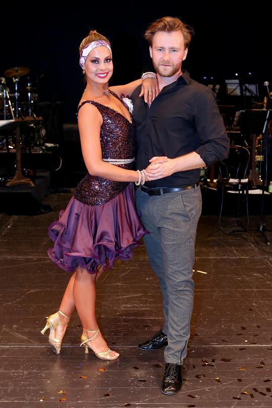Partnerem Malvíny je herec Milan Ligač. Na snímku s tanečnicí Michaelou Novákovou v projektu Roztančené jeviště.