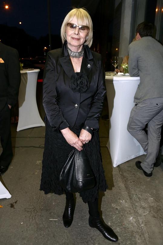 Drahokoupilová je stále velmi aktivní. Dvakrát do roka jezdí do Brna a Vídně, kde řadu let žila.
