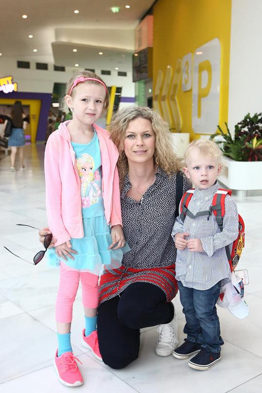 Kateřina Stočesová s dcerou Annemarie a synem Christopherem