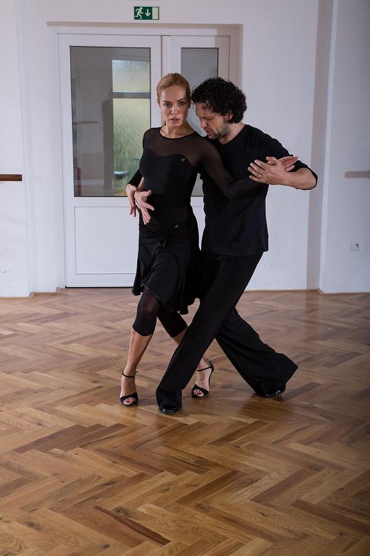 Kuchařová tango ve StarDance netančila, a tak se ho toužila naučit.
