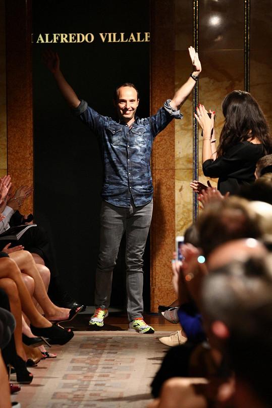 Během své pražské návštěvy týdne módy nabízel Villalba své modely v rámci pop-up storu. Na konci roku ale otevře butik v Praze.