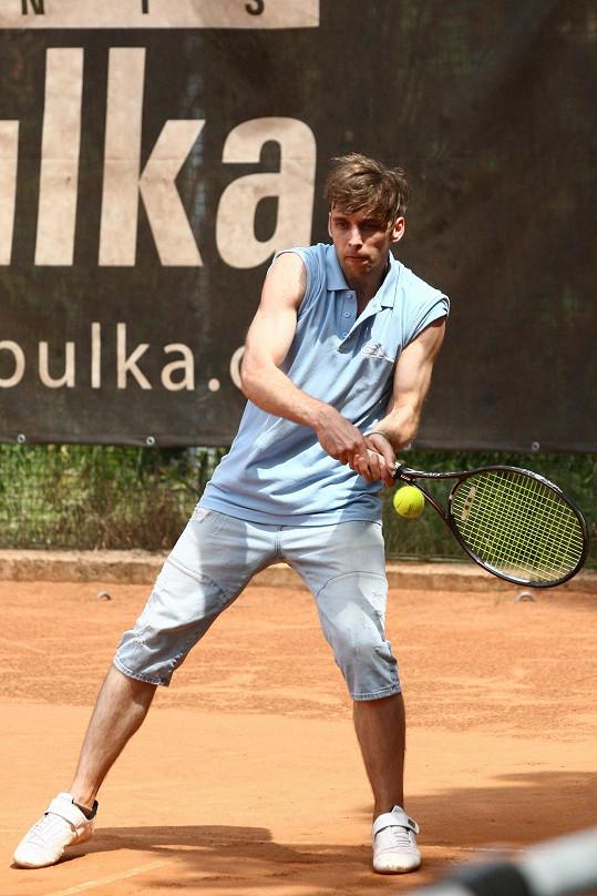 Tenis je pro něj utrpení. Přesto statečně hrál.