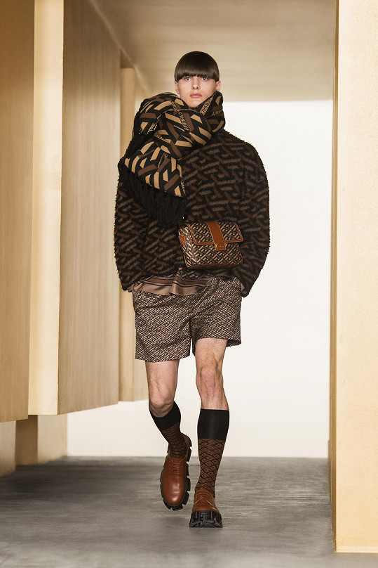 Martin během digitální módní show Versace