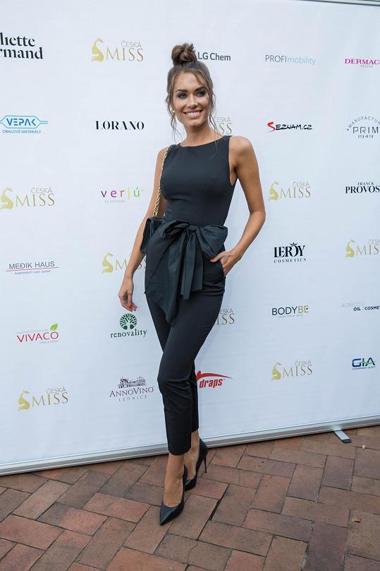 Karolína Kokešová je úřadující Miss Global 2019.