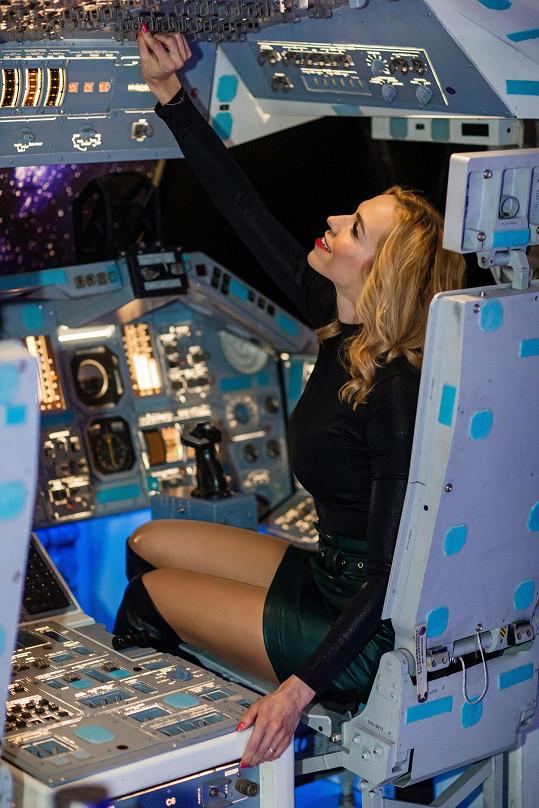Na zahájení největší putovní výstavy kosmonautiky byla Hanka ve svém živlu.