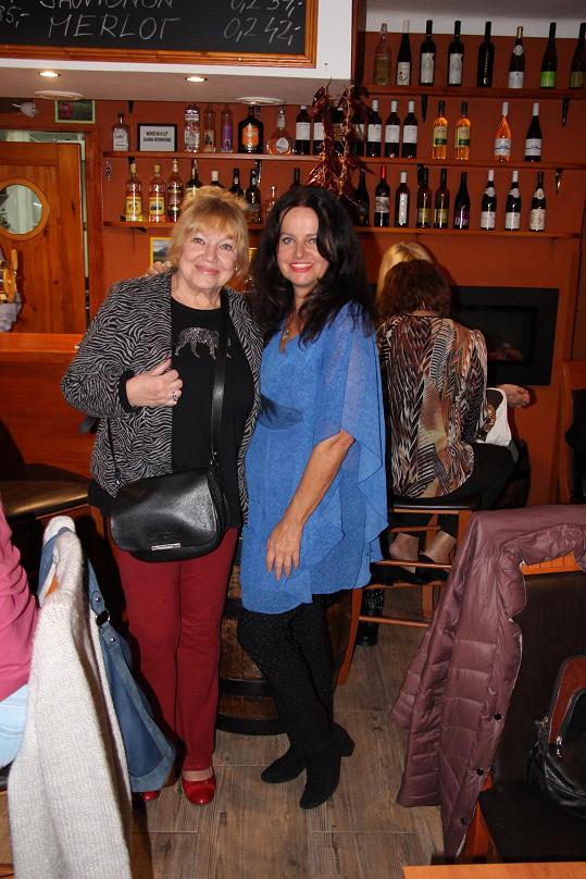 S Adinou Sobotovou, která mejdan pořádala.