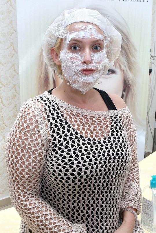 Asi proto se rozhodla něco se svým obličejem udělat.