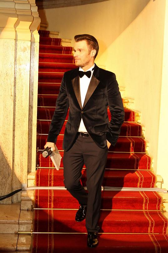 Hosty večerem provázel moderátor Leoš Mareš, pověstný milovník luxusu.