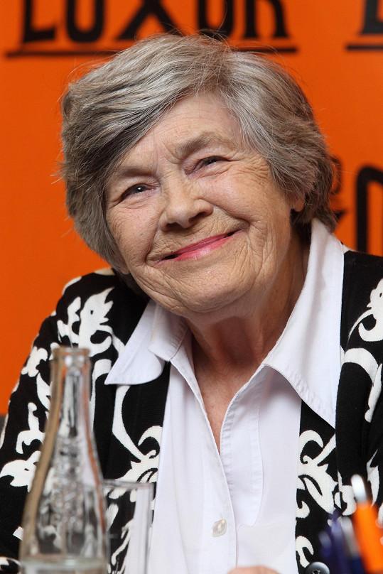První československá televizní hlasatelka Jarmila Šusterová Horčičková pokřtila svou knihu vzpomínek.
