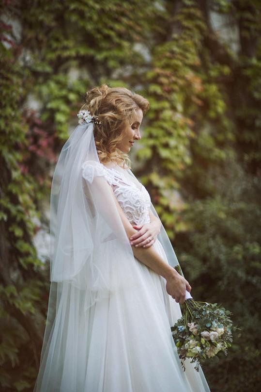Maruška vypadala v šatech od Kamily Vodochodské nádherně.