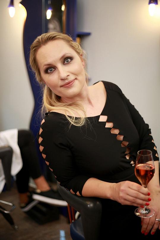 Lída Rašilovová měla opravdu velmi odvážné šaty...
