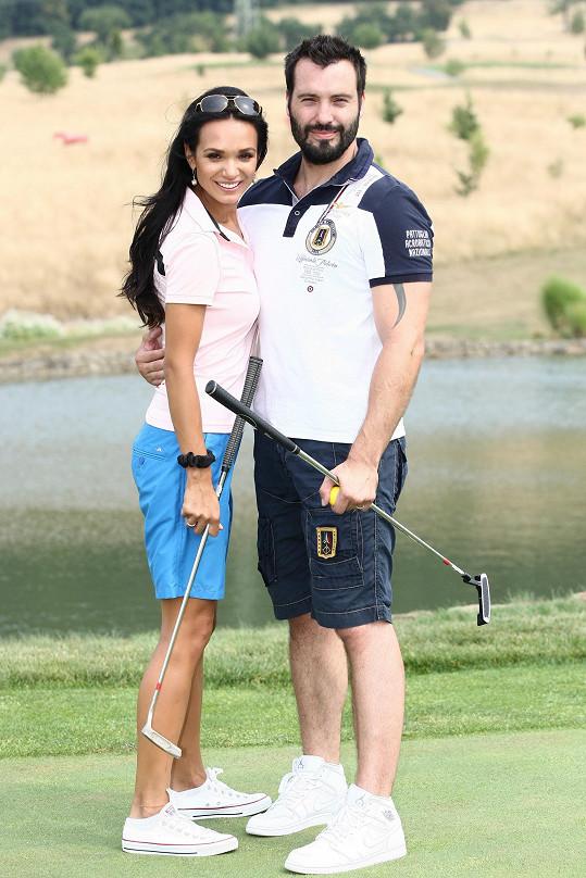 Noid vyrazil s manželkou Gábinou na výuku golfu.