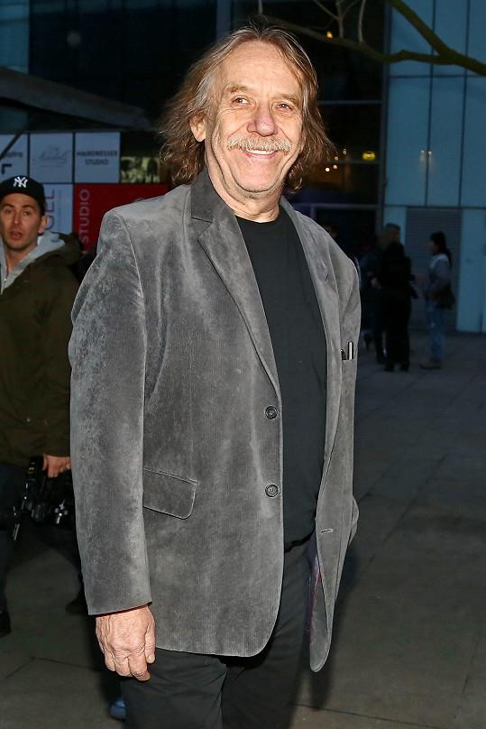 Jaromír Nohavica na premiéře filmu Muzzikanti