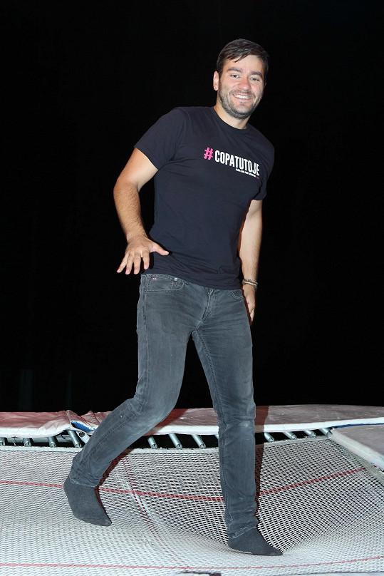 Marek si chtěl taky vyzkoušet, jaké to je skákat na obří trampolíně.
