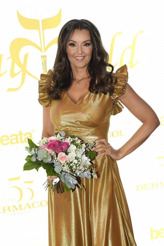 Iva Kubelková moderovala módní show Beaty Rajské.