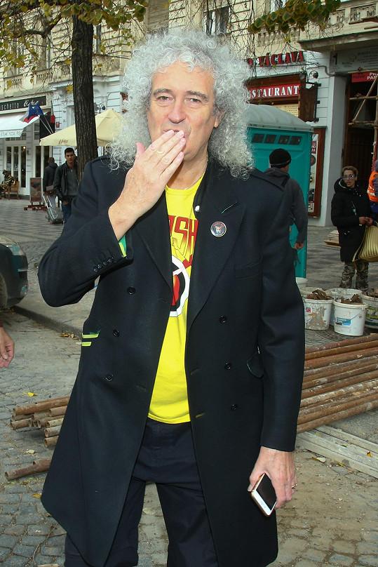 Brian May na Václavském náměstí