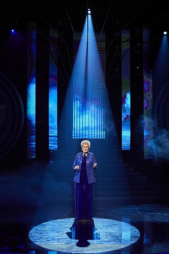 Iva zpívala árii Měsíčku na nebi.