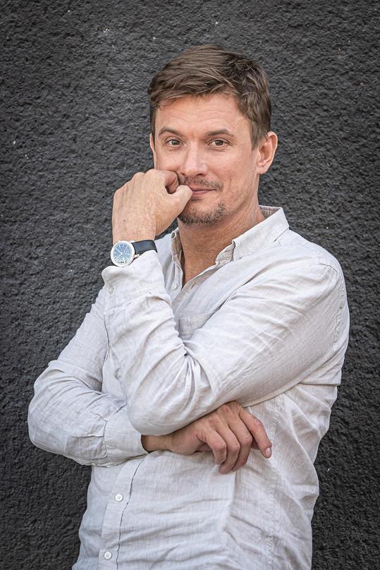 V tom ho nahradí český kolega Tomáš Měcháček.