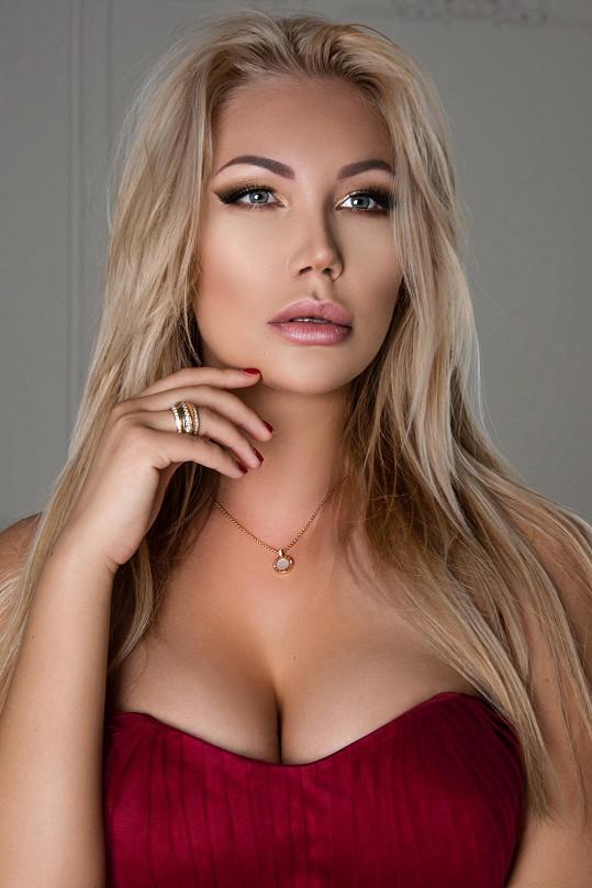 Reprezentovala na mezinárodní soutěži krásy.