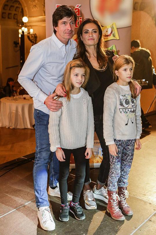 Populární cvičitelka s manželem a dcerami