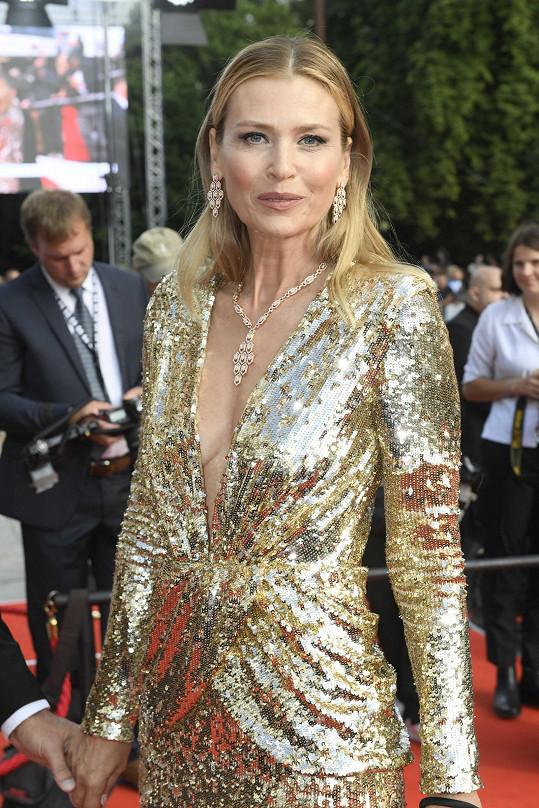 Daniela oblékla šaty Amen, které doplnila šperky Bvlgari.