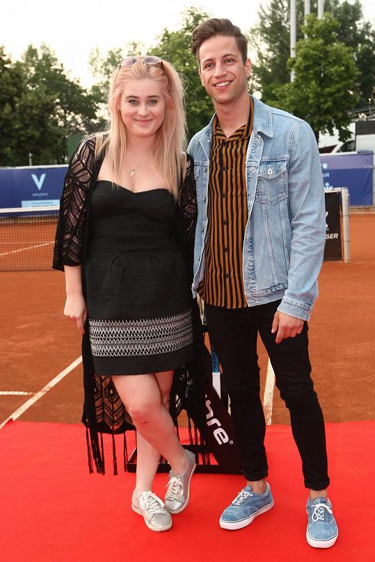 Na zahradní párty se Eliška Mrázová i Milan Peroutka cítili jako ryby ve vodě.