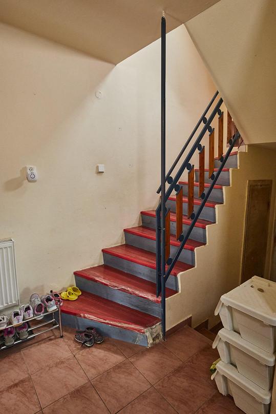 Problém v domě je zejména se schodištěm.