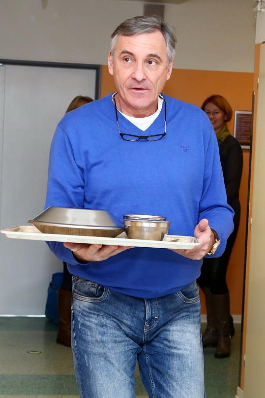 Jan Čenský roznášel v nemocnici obědy.