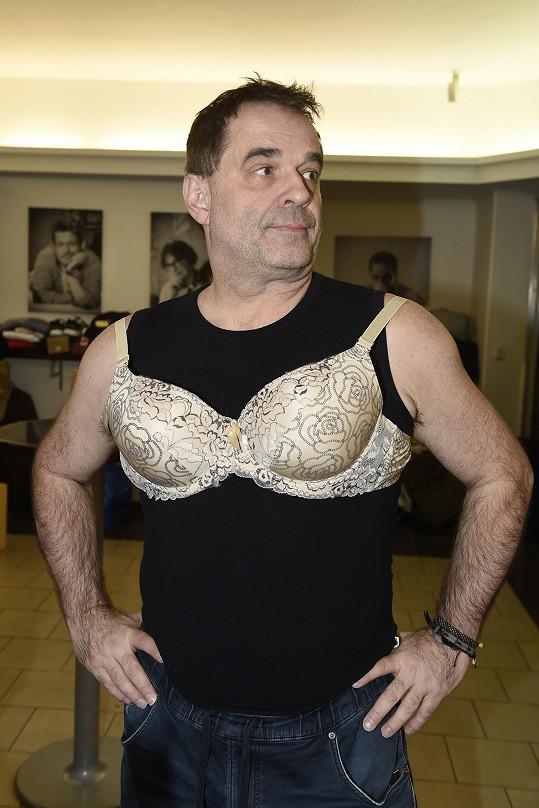 Ani Miroslava Etzlera zkouška dámského prádla neminula.