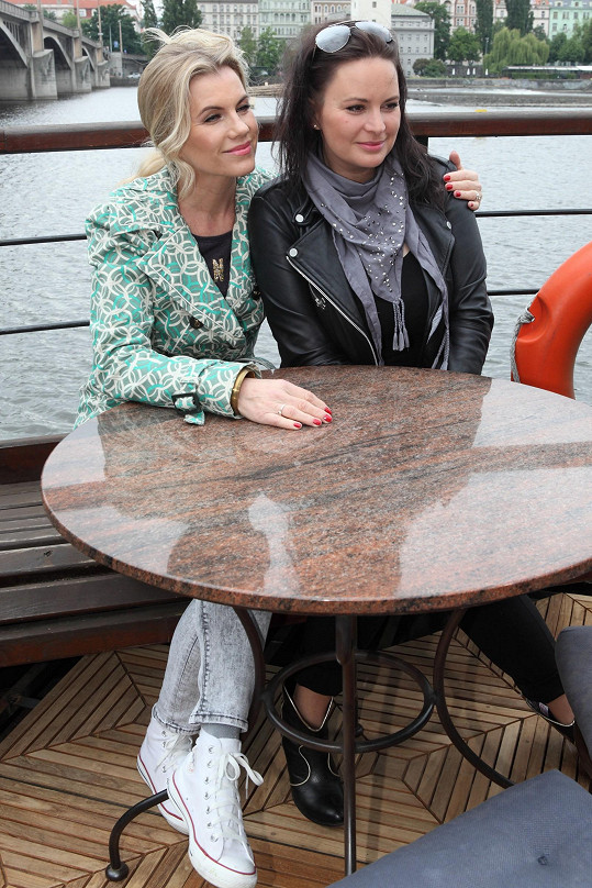 Čvančarová s Machálkovou doslova a do písmene na jedné lodi