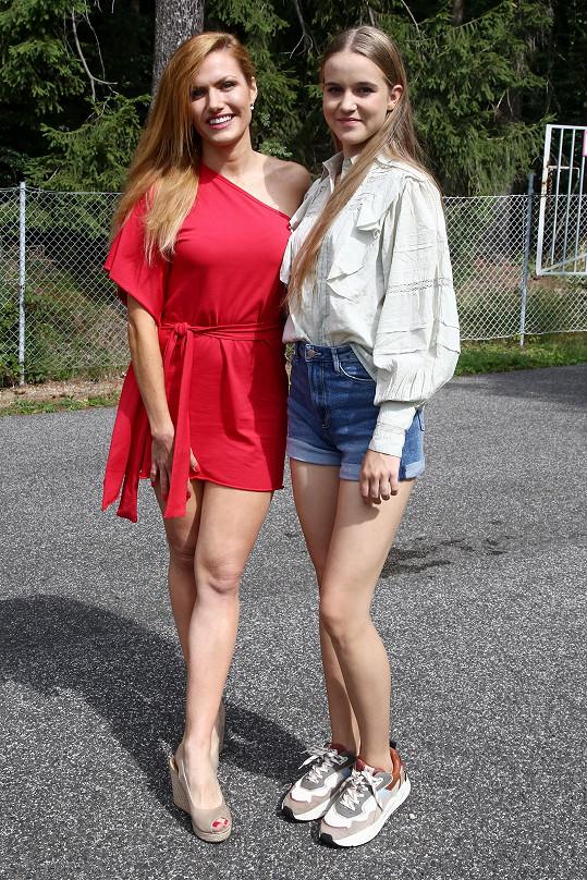 Amelie s Gabrielou Koukalovou, která si v Sestřičkách také zahrála.