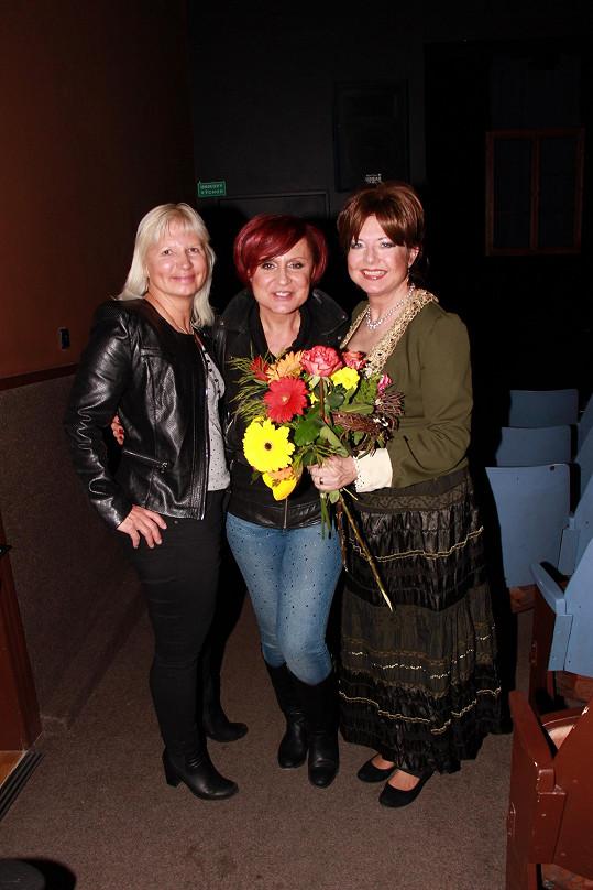 Na premiéru přišly Marii podpořit kamarádky Petra Janů a MUDr. Ivana Němečková.