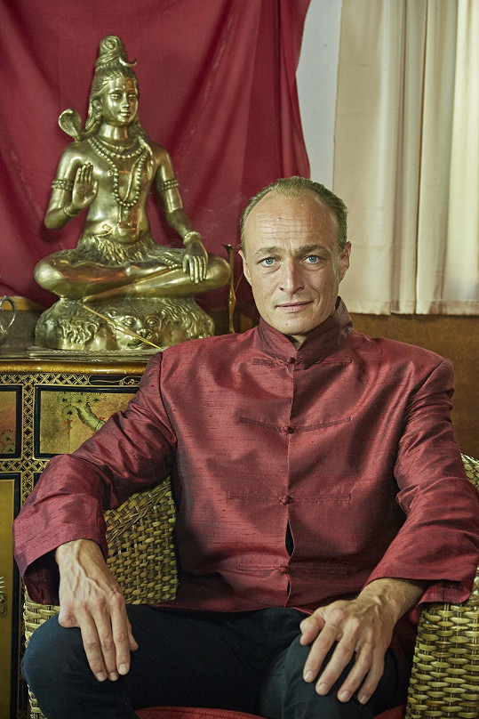 Karel Dobrý coby guru Maymara
