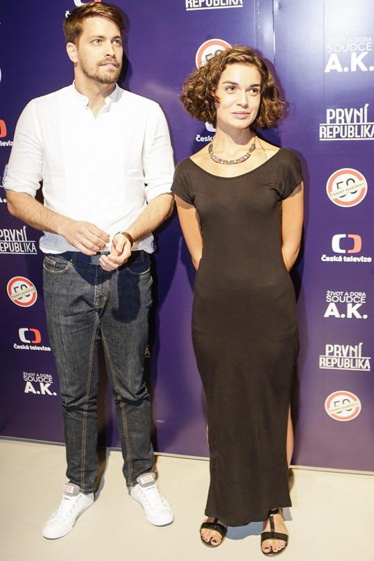Herečka Brigita Cmuntová nahradí původní postavu, Robert Urban v seriálu pokračuje.