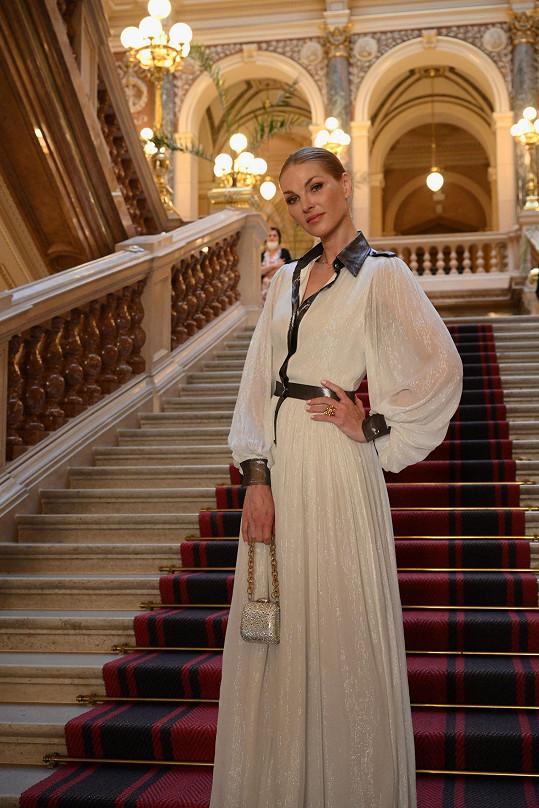 Pavlína oblékla na galavečeři nadace Be Charity model od Lukáše Lindnera.