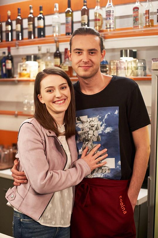 Jaroslav Blažek hraje v Ulici barmana Bruna Taubra. Ten chodí už několik měsíců s Dorkou (Gabriela Farr), spolubydlící Jany.