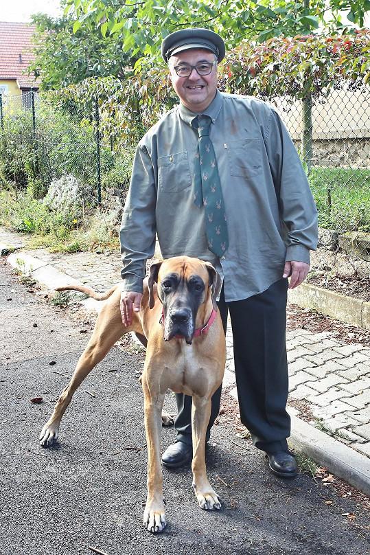 Martin Zounar se svou německou dogou Limpinou, která se možná také v seriálu objeví.