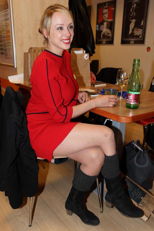 Herečka Petra Hřebíčková vypadá čtyři měsíce po porodu úžasně.