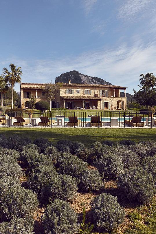 S rodinou žije v tomto nádherném domě na Mallorce.