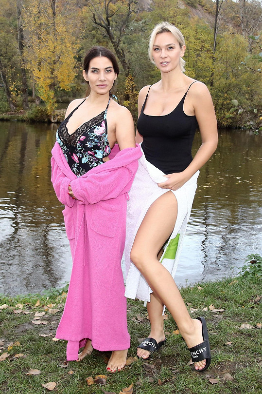 Na otužování se dala i její kolegyně a kamarádka Bára Mottlová.