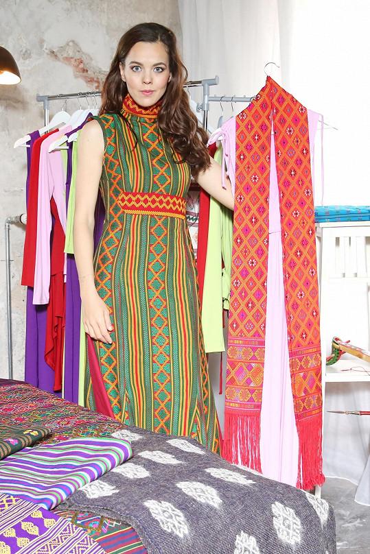 Látky Lilia vybírá osobně na svých cestách nejen po Bhútánu.
