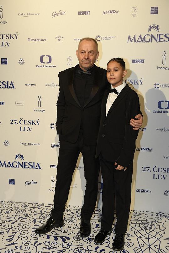 Za roli Josky byl nominovaný také Petr Kotlár, stejně jako režisér Nabarveného ptáčete Václav Marhoul.